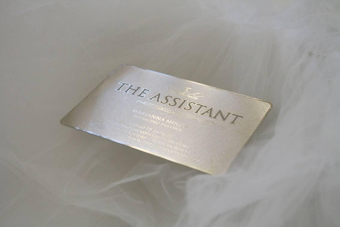 Carte De Visite En Metal Argent Brillant Decoupee Pour Conciergerie A Monaco